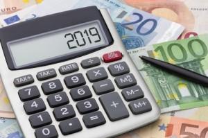 Taschenrechner mit Geldscheinen - 2019
